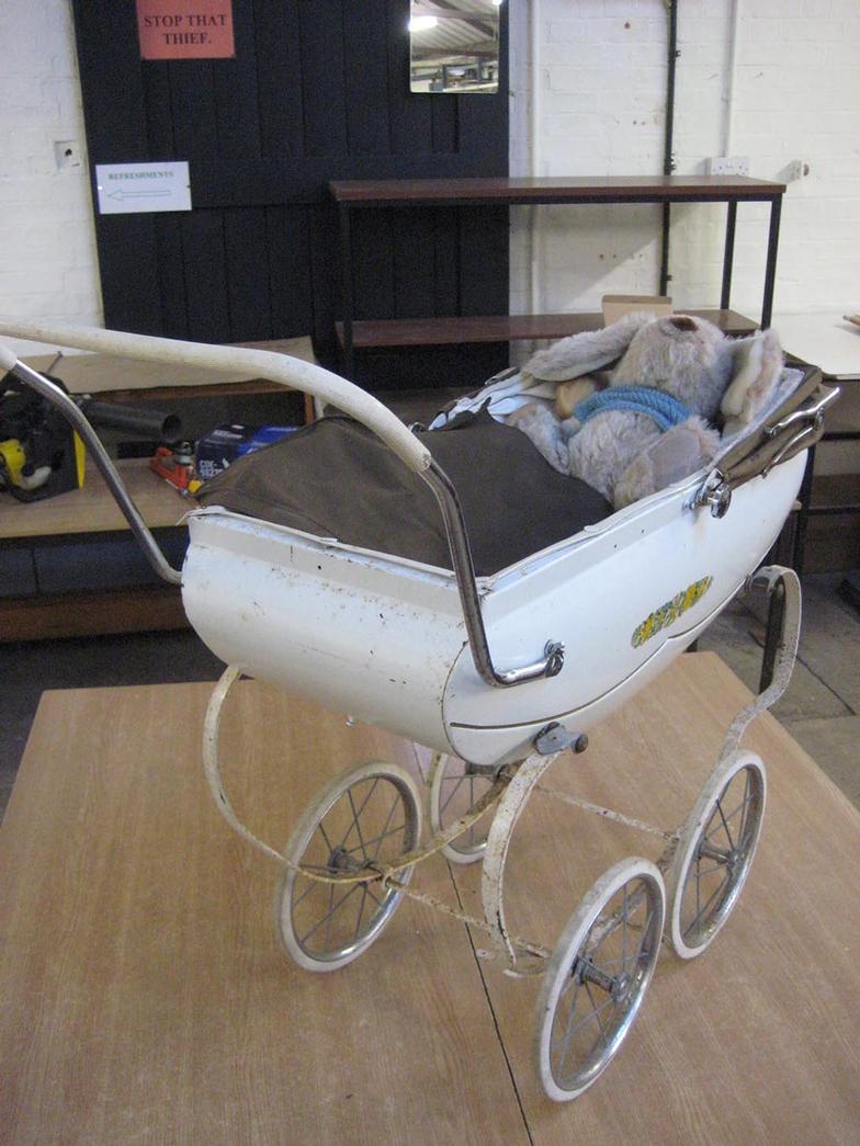 Bayles A 1950s Childs White TRIANG Coach Built Dolls Pram Online Auction Catalogue