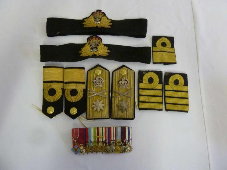 Bushey Auctions : A quantity of naval, shoulder, arm and hat badges