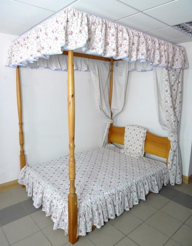 Batemans Auctioneers : A modern pine four poster double bed, with ...