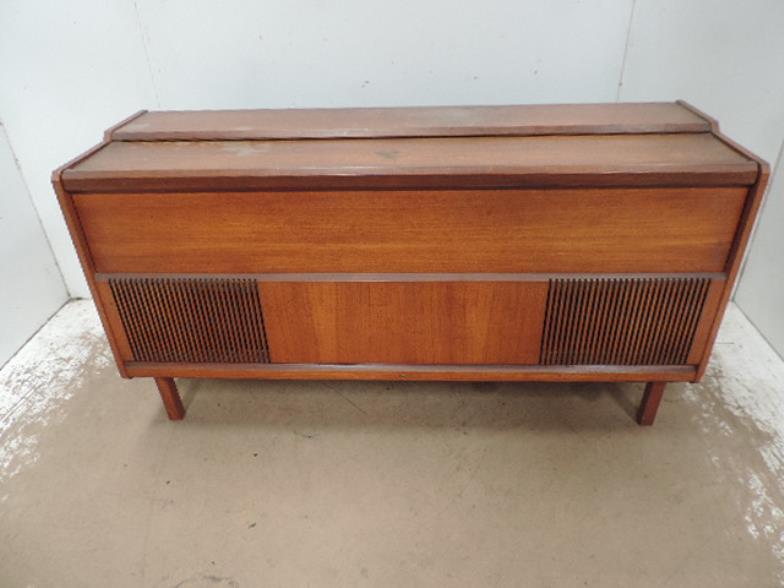 Sandwich Auction Room : Ferguson 1960\'s Teak Cased Radiogram ...