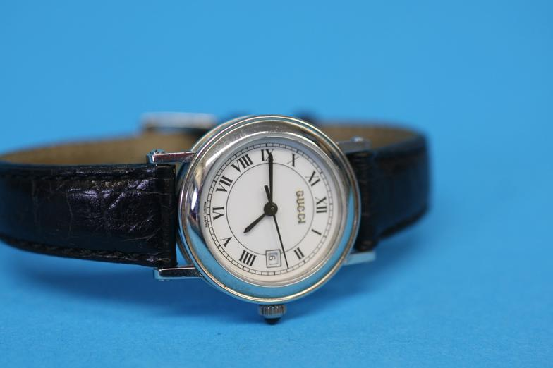 794ae21568f Boldon Auction Galleries   A Ladies Gucci Sapphire Crystal wrist ...