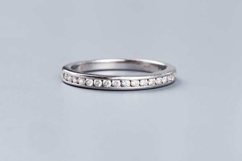 Mallams (Oxford) : A DIAMOND HALF HOOP ETERNITY RING BY