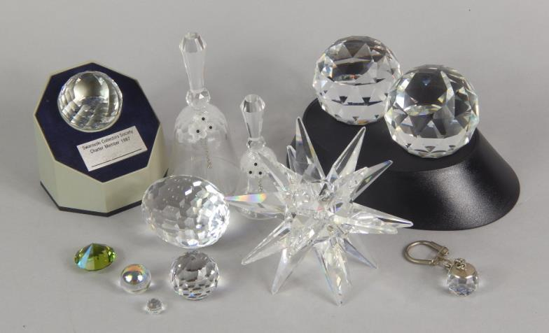 0a2521fc3 Golding Young & Mawer Lincoln : Various Swarovski crystal ornaments, to  include paperweights, : Online Auction Catalogue