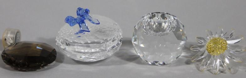50014c566 Golding Young & Mawer Grantham : Various Swarovski crystal ornaments, to  include shaped : Online Auction Catalogue