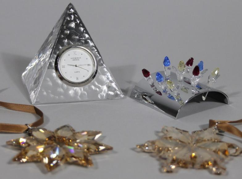 0f4f11673 Golding Young & Mawer Grantham : Various Swarovski crystal, comprising  Christmas ornament : Online Auction Catalogue