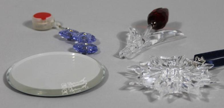 3bbfff599 Golding Young & Mawer Grantham : Various Swarovski crystal, to include  Christmas ornament : Online Auction Catalogue