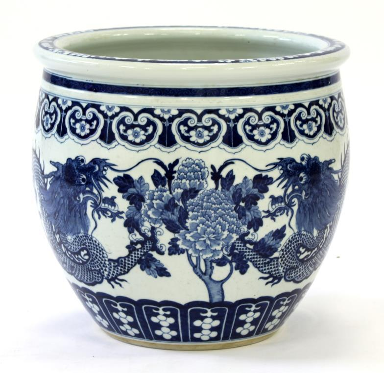 Semley Auctioneers A Chinese Blue White Fish Bowl Planter