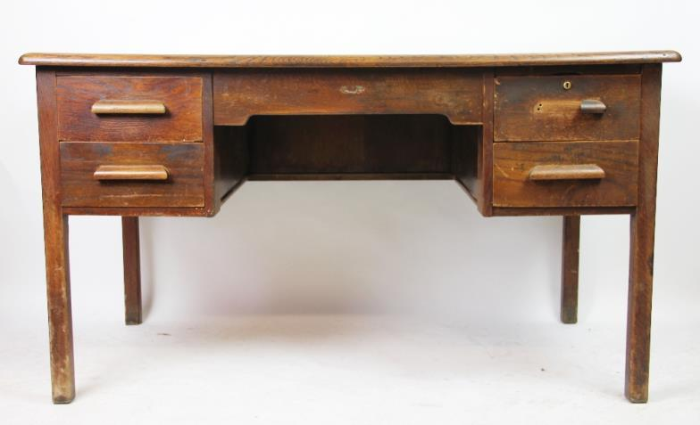 Trevanion & Dean Auctioneers & Valuers : A 20th century oak