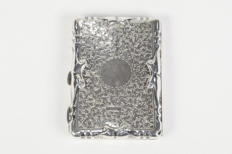 EDWARDIAN FOLIATE ENGRAVED SILVER CARTE DE VISITE CASE Of Hinged Form With Embossed Edge The Interior