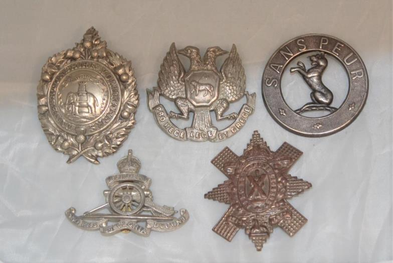 Churchill Auctions : 5 assorted military badges You can bid live on